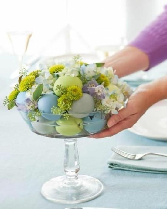 puristische osterdeko ideen frische blumen und eiern