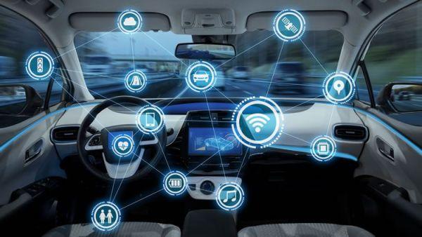 5G-kompatible Autos werden bald zur Realität und unsere Sicherheit verbessern smart autos auf dem weg zu uns