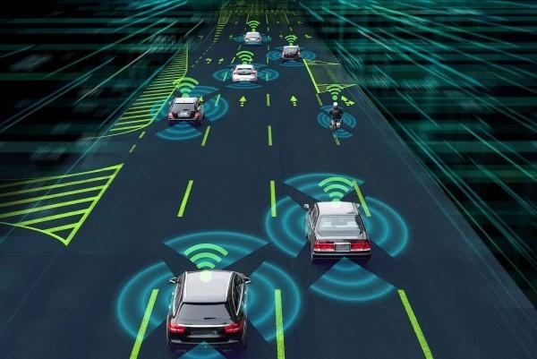 5G-kompatible Autos werden bald zur Realität und unsere Sicherheit verbessern verschiedene fahrzeuge miteinander verbinden