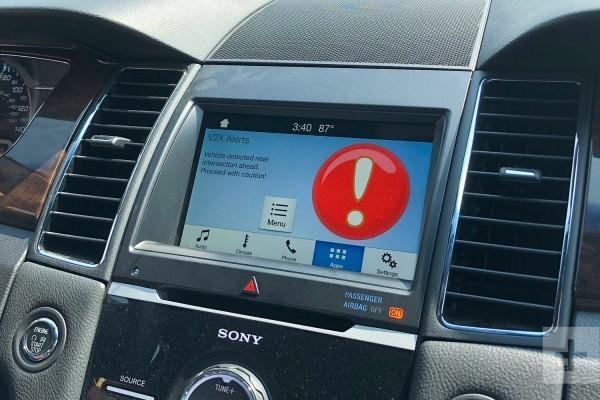 5G-kompatible Autos werden bald zur Realität und unsere Sicherheit verbessern warnung von anderen verkehrsteilnehmern