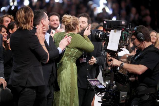 Adele britische Erfolgssängerin glücklich mit Simon Konecki Grammy Verleihung 2017