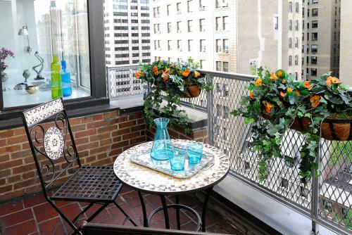 Balkon Ideen kleinen Balkon gestalten Möbel aus Metall