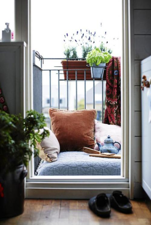 Balkon Ideen kleinen Balkon gestalten bunte exotische Atmosphäre schaffen