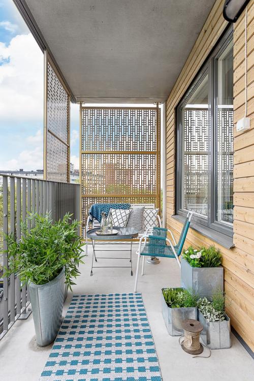 Balkon Ideen kleinen Balkon gestalten minimalistisches Design