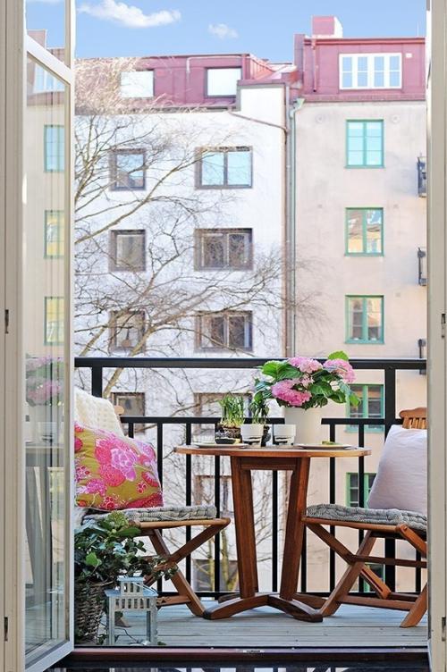 Balkon Ideen kleinen Balkon gestalten sehr ansprechend designt in zarten Farben