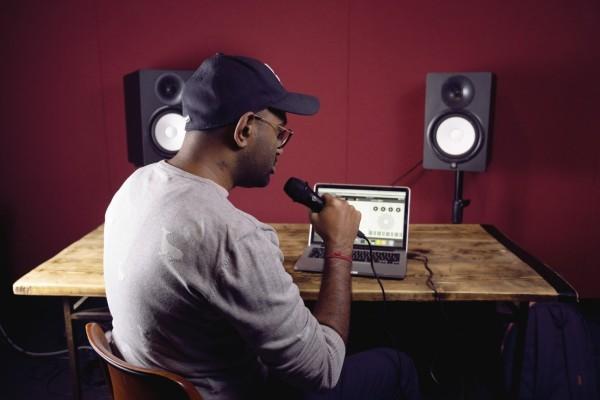 Begabter Musiker Musikanlage
