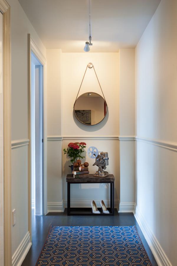 Dekorative Wandspiegel im Flur Deckenbeleuchtung schlichtes Design