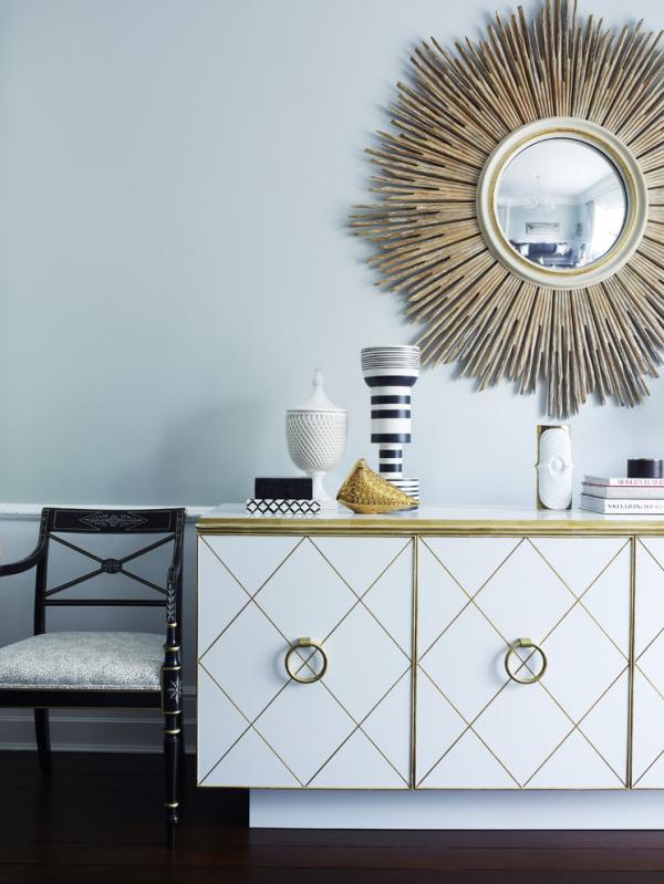 Dekorative Wandspiegel im Flur Design im Grau Blickfang Sonnenform des Spiegels