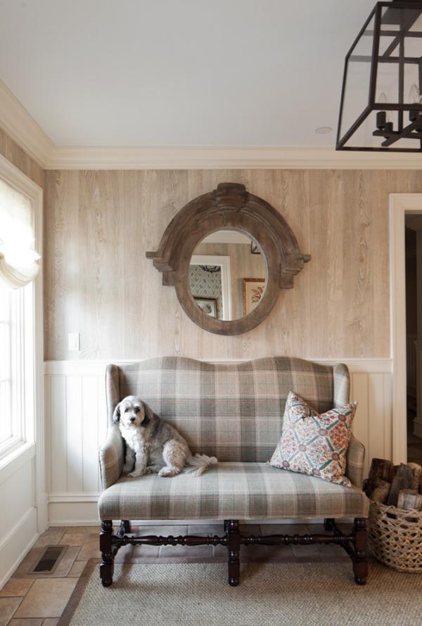 Dekorative Wandspiegel im Flur Design im Landhausstil Sitzbank Hund
