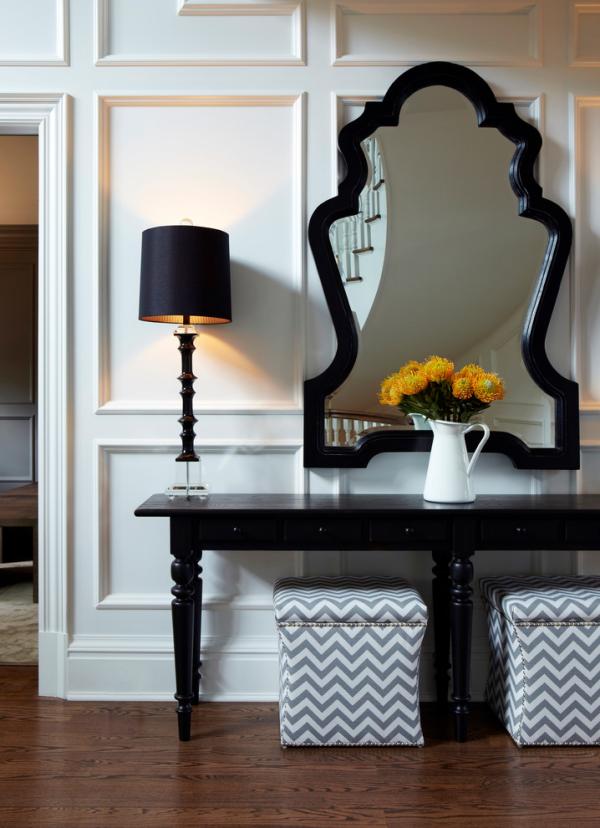 Dekorative Wandspiegel im Flur ausgefallenes Design schwarzer Rahmen