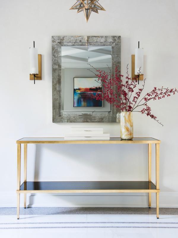Dekorative Wandspiegel im Flur modernes Design sehr ansprechend rechteckige Spiegelform