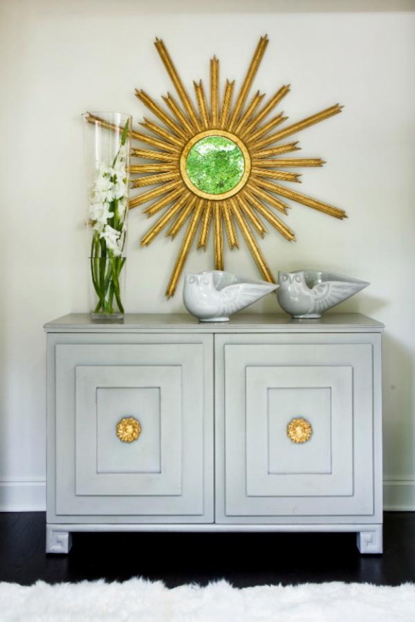 Dekorative Wandspiegel im Flur runde Form Rahmen in Goldglanz