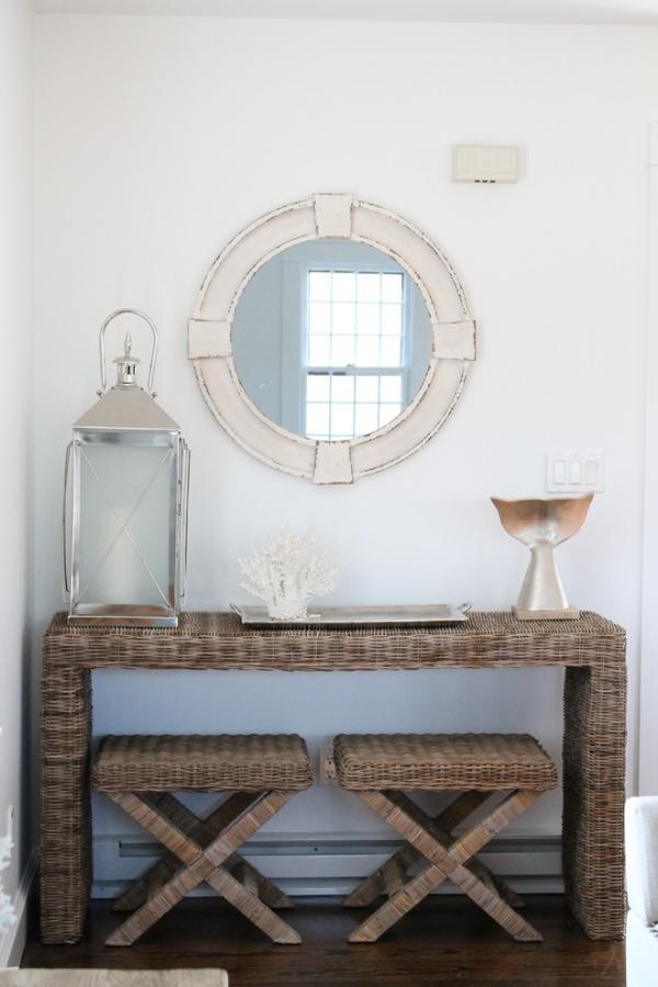 Dekorative Wandspiegel im Flur runde Form im Landhausstil