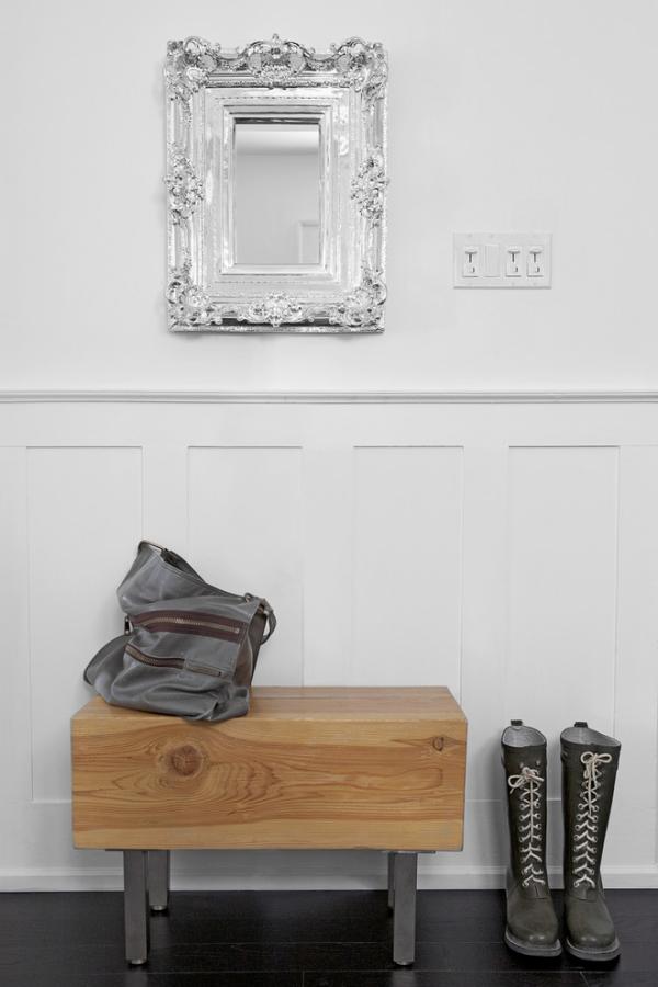 Dekorative Wandspiegel im Flur schlichtes Design Silber glänzender Rahmen
