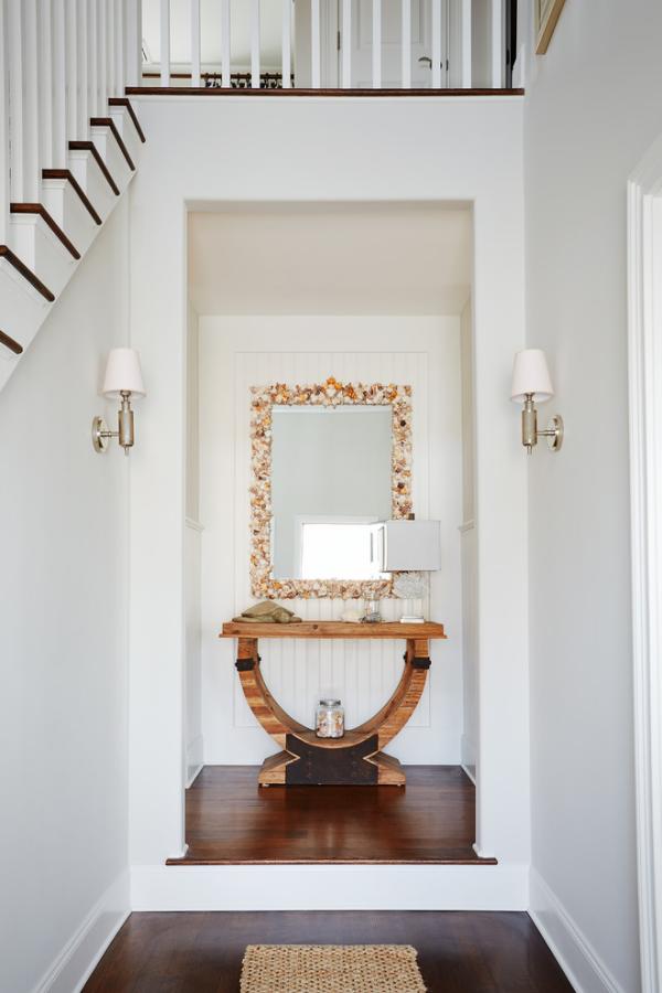 Dekorative Wandspiegel im Flur schlichtes design Nische Tisch Lampen