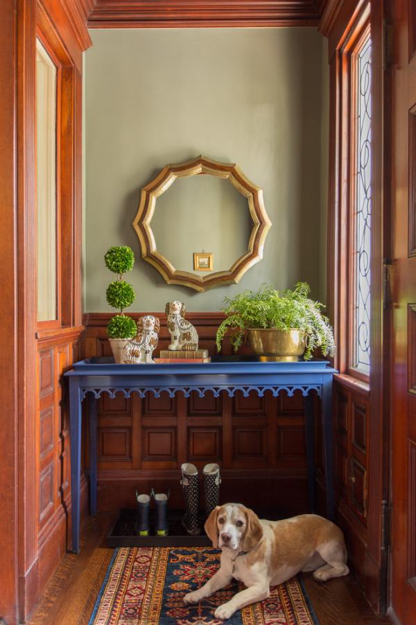 Dekorative Wandspiegel im Flur zwei runde Spiegel schlichtes Design