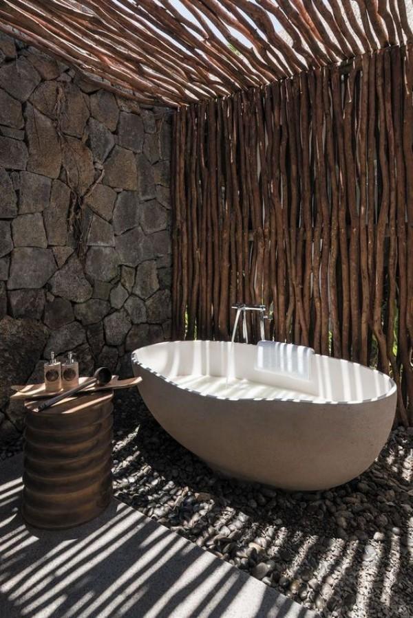 Gartendusche Outdoor-Bad im rustikalen Design viel Komfort Wellness -Faktor