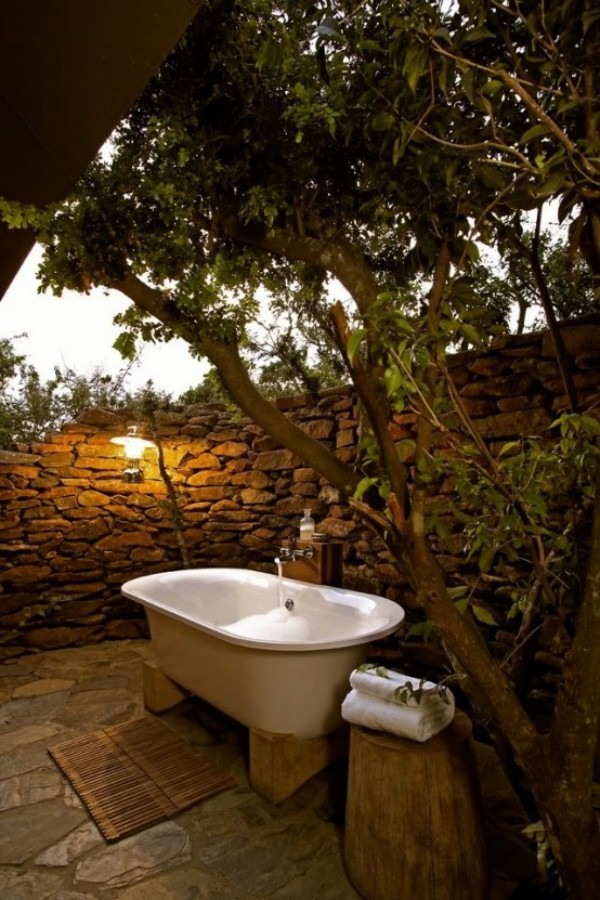 Gartendusche Outdoor-Bad passende Beleuchtung abends baden im Freien