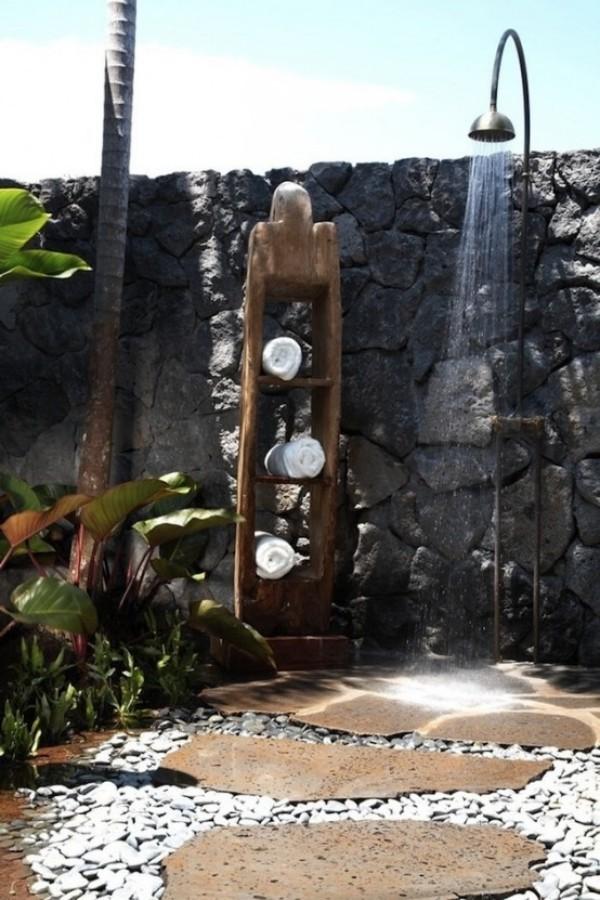 Gartendusche ein Regenwald-Feeling beim Duschen haben Steinwand rustikales Design