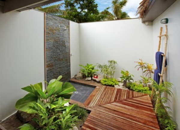 Gartendusche modernes Design interessante Gestaltungsidee hochwertige Materialien