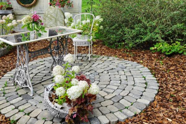 Gartentipps für jedermann Sitzecke im Freien gestalten Hortensien