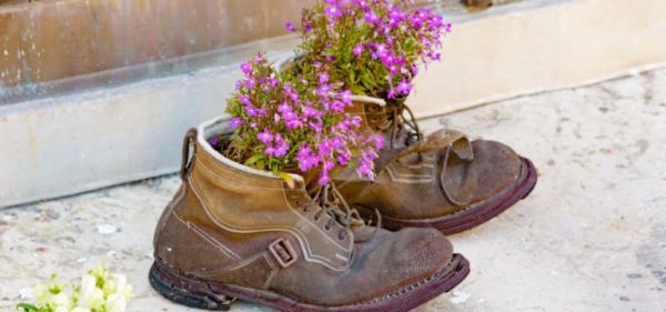 Gartentipps für jedermann alte Schuhe als Blumengefäße