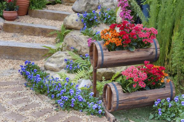 Gartentipps für jedermann mit Blumen dekorieren