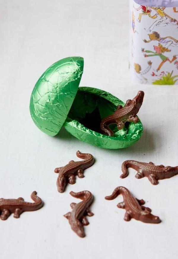 Grüne Verpackung für ein Osterei