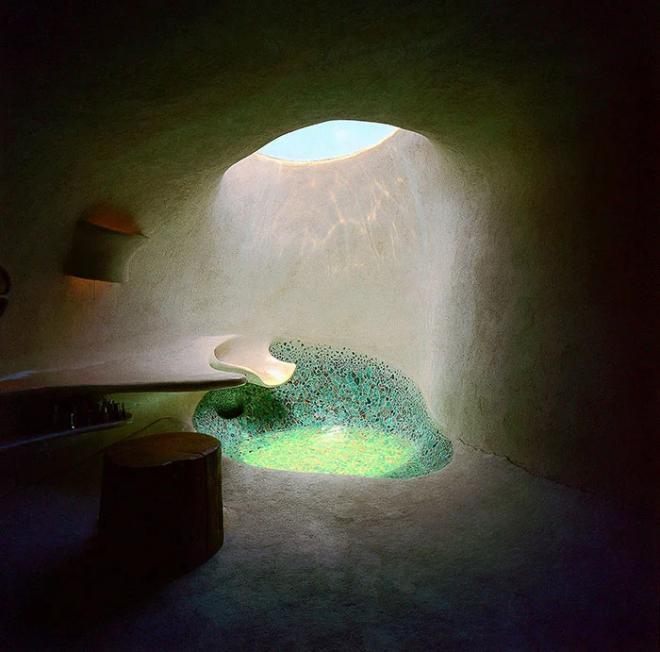 Hobbit House Architektur mit futuristischen Elementen