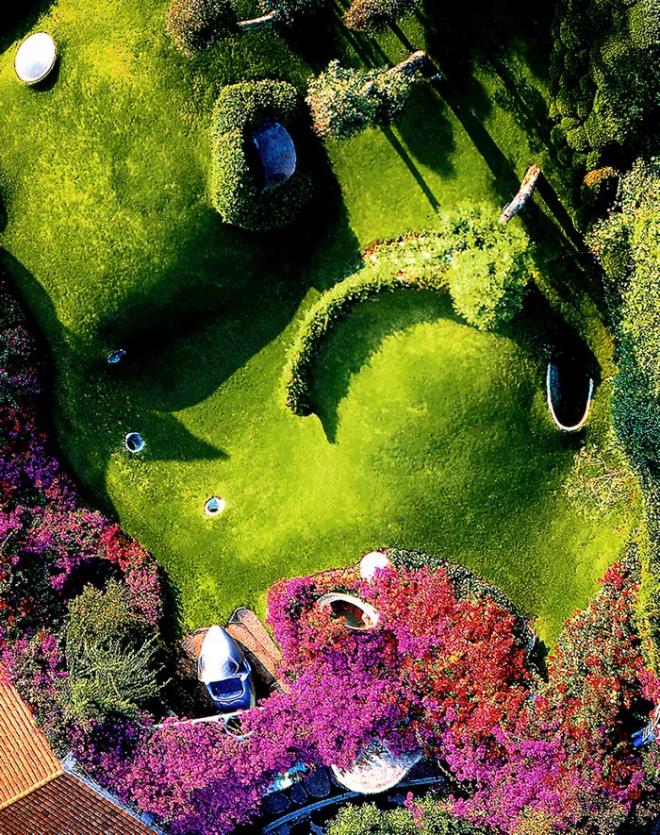 Hobbit House organische Architektur grüne Grasdecke macht es unsichtbar