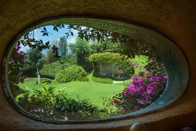 Hobbit House organische Architektur tags und nachts die Natur beobachten