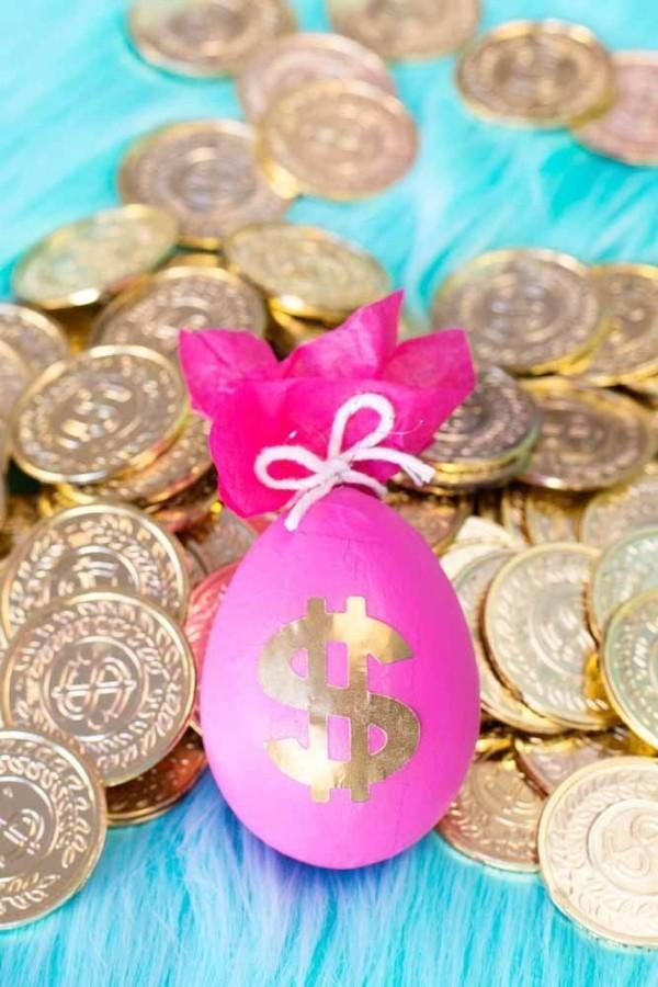 Münzen und Eier Ostern Geschenke