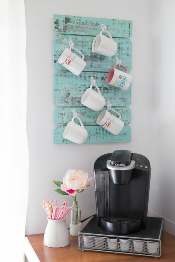 Muttertagsgeschenke basteln DIY Kaffeetassen Wandschrank