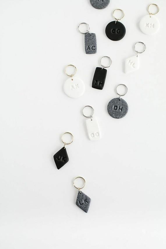 Muttertagsgeschenke basteln DIY Schlüsselanhänger Leder