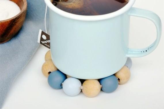 Muttertagsgeschenke basteln DIY Tassenuntersetzer Holzkugeln