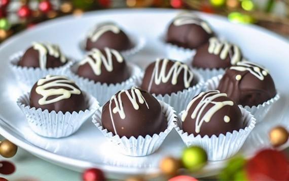 Muttertagsgeschenke basteln Erdbeeren in Schokolade