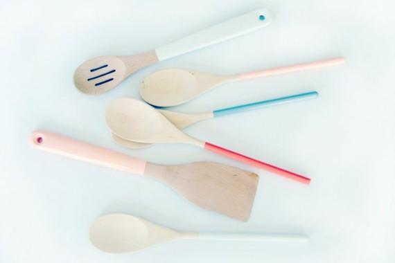Muttertagsgeschenke basteln Küchenutensilien färben