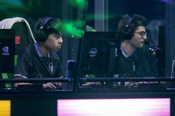 OpenAI Five besiegt Dota 2 Weltmeister Team OG das team kämpft gegen den bot