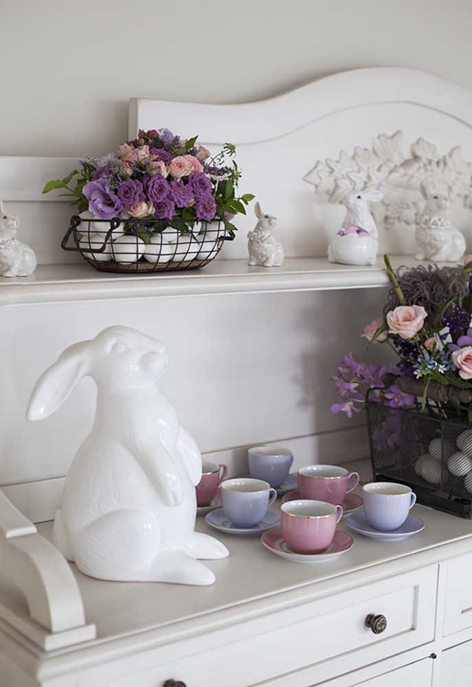 Osterdeko - Regale mit Hasen und Tassen