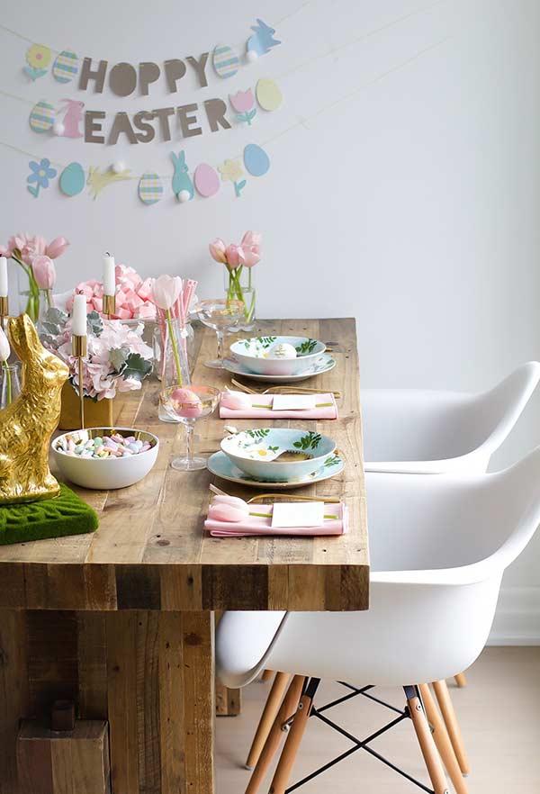 Osterdeko langer Tisch aus Holz