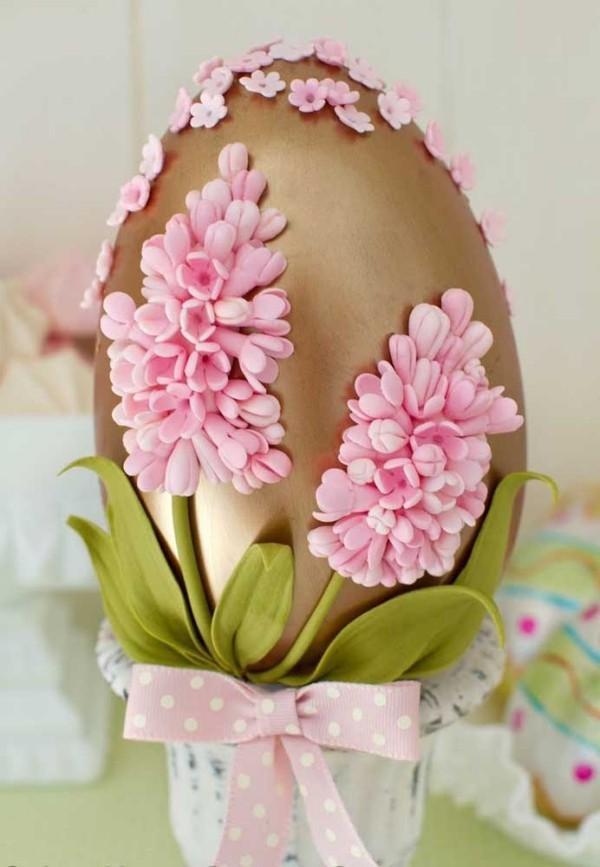 Osterei mit Blumendeko