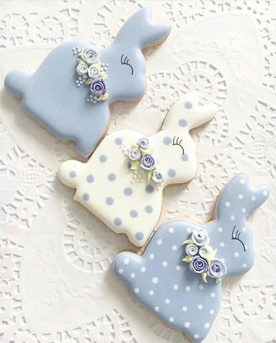 Osterhasen backen Mürbeteighasen Zuckerguss blau weiß