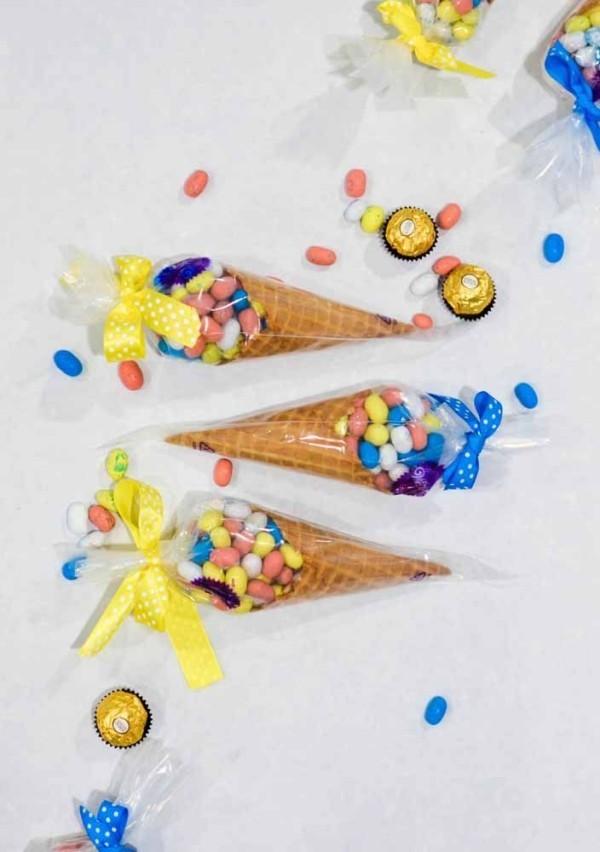 Ostern Geschenke Waffeln mit Süßigkeiten