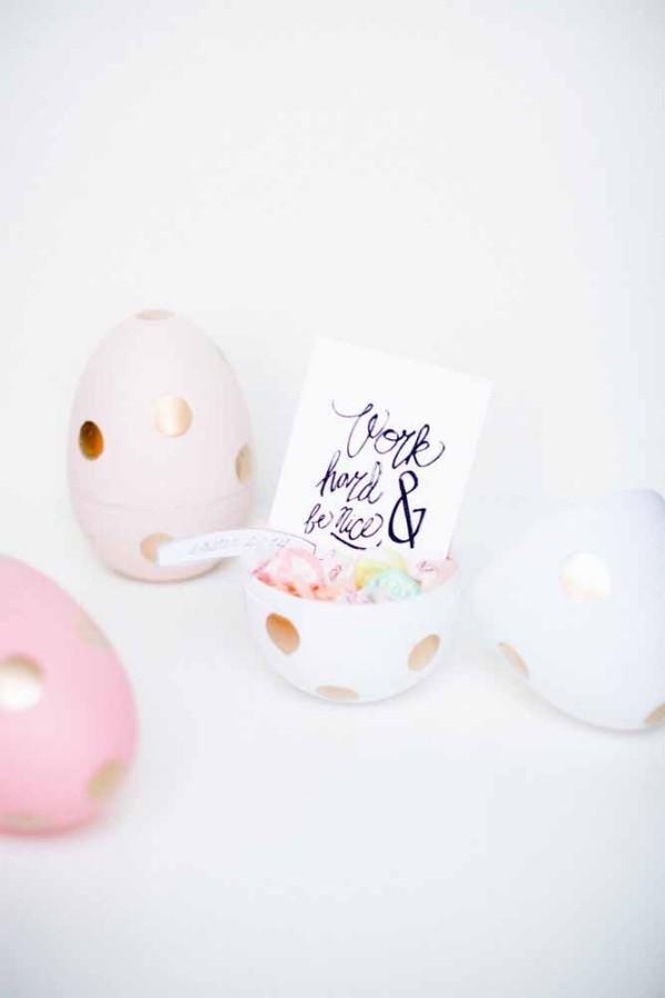Ostern Geschenke - kleine Plastik-Eier