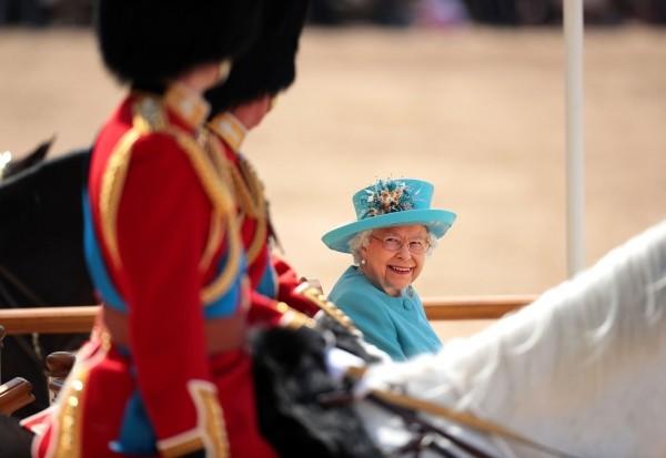Queen Elizabeth in der Kutsche
