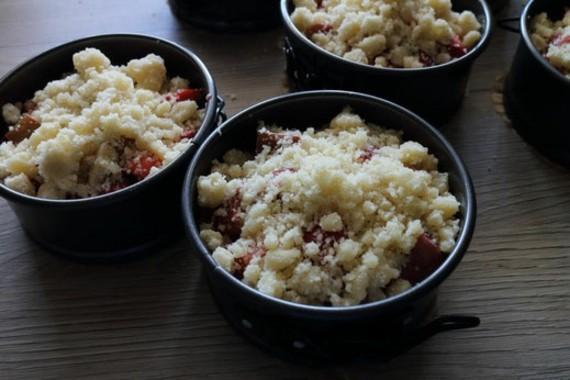 Rezepte mit Rhabarber und Erdbeeren FrühlingsrezepteRhabarber Streuselkuchen Erdbeerkuchen