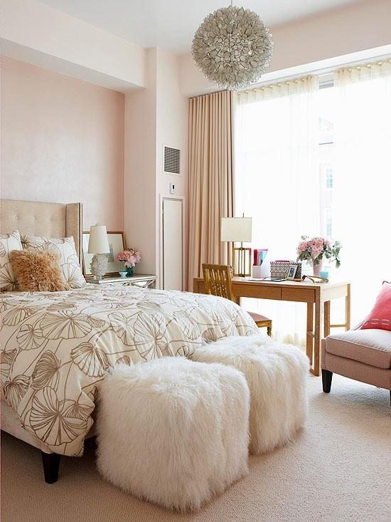 Romantisches Schlafzimmer Ideen Hocker aus Kunstfell