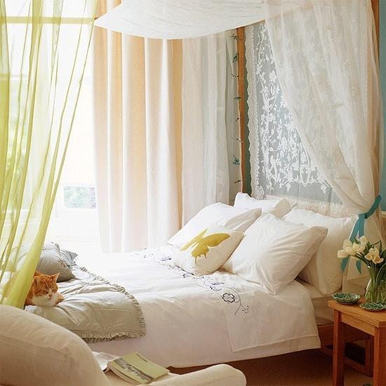 Schlafzimmer Ideen Himmelbett Bettwäsche in Weiß verwöhnt die Sinne