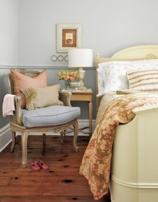 Schlafzimmer Ideen für mehr Romantik Nachtischlampe ein Muss