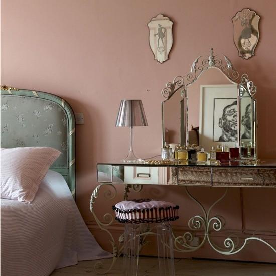 Schlafzimmer Ideen im Shabby Chic Nachttisch Spiegel Lampe
